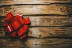 Jul bugar på träbräden med kopieringsutrymme letters amerikansk för färgexplosionen för kortet 3d ferie för hälsningen för flagg fotografering för bildbyråer