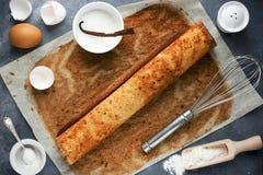 Jul Bush de Noel - hemlagad cookin för kaka för chokladyulejournal arkivfoton