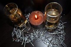 Jul dekor för nytt år, garneringar, exponeringsglas, stearinljus, champagne arkivbilder