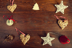 Jul dekor och stjärnor på träbakgrund Arkivbild