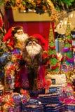 Jul dekorerade fönsterskärm i Aachen, Tyskland Arkivfoto