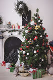 Jul dekorerat rum Arkivbilder