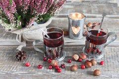 Jul dricker, ljung, muttrar och tranbär Arkivbilder