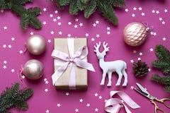 Jul för berömbegreppet för det nya året den purpurfärgade lägenheten lägger arkivbilder