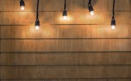 Jul för ljusa kulor på wood texturbakgrund Ljusa kulor på Arkivfoton