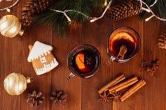 Jul funderade vin med kryddor fotografering för bildbyråer