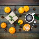 Jul gåva och mandarin Lekmanna- lägenhet 1 livstid fortfarande Top beskådar Fotografering för Bildbyråer