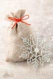 Jul gard Gåvapåse med säckväv julen dekorerar nya home idéer för garnering till Royaltyfri Foto