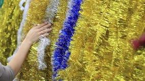 Jul glitter och kvinnors händer stock video