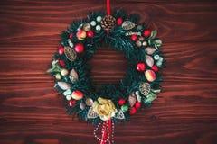 Jul gränsar från julkransen som är användbar som julgarnering arkivbilder
