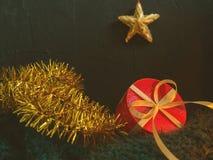 Jul härligt felikt kort för nytt år, affisch, stilleben Ferietillbehör vita begreppsmässiga gröna isolerade pears för bakgrund arkivfoton