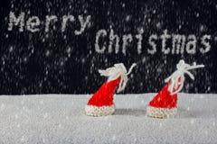 Jul-hattar och snö arkivfoton