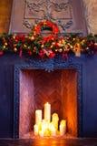 Jul hyr rum inredesignen, Xmas-trädet som dekoreras av ljusPr Royaltyfria Bilder
