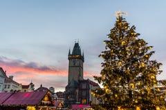Jul i den Oldtown fyrkanten (tjeck: Staromestske namesti) Prague, Tjeckien royaltyfria foton