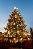 Jul i den Oldtown fyrkanten (tjeck: Staromestske namesti) Prague, Tjeckien arkivfoto