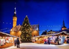 Jul i Tallinn Feriemarknad på staden Hall Square Arkivbilder