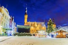 Jul i Tallinn Jul som är ganska på staden Hall Square arkivbild