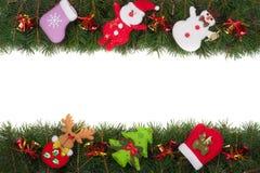 Jul inramar gjort av granfilialer som dekoreras med klockor den isolerade snögubben och Santa Claus på vit bakgrund Royaltyfri Bild