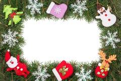 Jul inramar gjort av granfilialer som dekoreras med snöflingor den isolerade snögubben och Santa Claus på vit bakgrund Arkivfoto