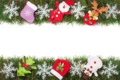 Jul inramar gjort av granfilialer som dekoreras med snöflingor den isolerade snögubben och Santa Claus på vit bakgrund Royaltyfri Fotografi
