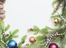 Jul inramar med julprydnader och garneringar Arkivfoton