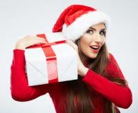 Jul isolerade gåvan för jul för kvinnaståendehållen Royaltyfria Foton