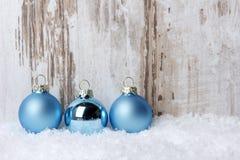 Jul julprydnadblått royaltyfria foton