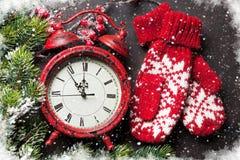 Jul klocka och tumvanten Arkivfoton