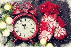 Jul klocka och tumvanten Royaltyfria Bilder