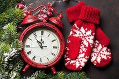 Jul klocka och tumvanten Arkivbild