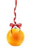 Jul klumpa ihop sig i form av apelsinen som isoleras på den vita backgrouen Royaltyfri Foto
