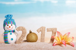 Jul klumpa ihop sig i stället nummer 0 i beloppet 2017 mot havet Royaltyfri Bild