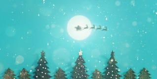 Jul landskap med snö Glad jul och hälsningkort för lyckligt nytt år med kopia-utrymme Arkivbilder