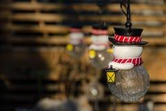 Jul leker med snögubben med en lykta Royaltyfria Foton