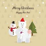 Jul lyckligt nytt år för vit björn och för julträd Arkivfoto