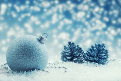 Jul Lyxig jul klumpa ihop sig med prydnader i jul Sno Royaltyfri Fotografi