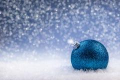 Jul Lyxig jul klumpa ihop sig med prydnader i jul Sno Royaltyfri Foto