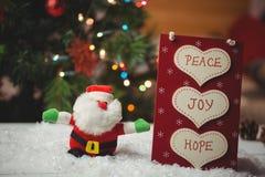 Jul märker med massager och Santa Claus på snö Arkivbilder