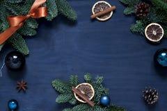 Jul mörkt nytt år - blå ram Lägenheten för begreppet för vinterferie lägger arkivfoto