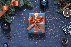 Jul mörkt nytt år - den blåa lägenheten lägger Sammansättning för begrepp för vinterferie royaltyfri fotografi