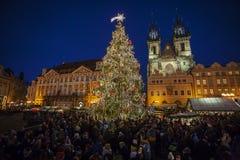Jul marknadsför på den gamla stadfyrkanten i Prague Royaltyfria Foton