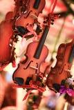 Jul marknadsför, små fiolsouvenir och gåvor från Österrike, Zalzburg Arkivbilder