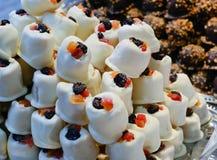Jul marknadsför upp mat - som är nära av sötsaker, Royaltyfri Bild