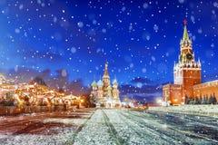 jul moscow Festively dekorerad röd fyrkant i Moskva royaltyfria foton
