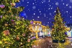 jul moscow Festively dekorerade gator av Moskva Arkivfoto