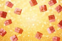 Jul och begrepp för försäljning för vinterferier med gåvaaskar royaltyfri bild
