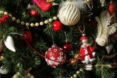 Jul och det nya året - klipp julgranleksaker för det nya året Royaltyfria Foton