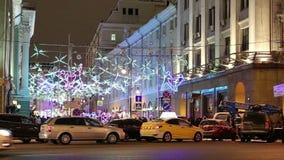 Jul och det nya året semestrar belysning på natten i Moskva, Ryssland arkivfilmer