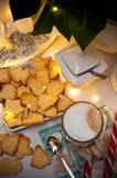 Jul och kaffestillebenabstrakt begrepp med varma ledde ljus fotografering för bildbyråer
