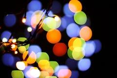 Jul och lyckligt nytt år på en suddig bokeh Att glo suddig tom bakgrund royaltyfria foton